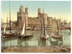 General view end, Carnarvon Castle (i.e. Caernarfon), Wales Library of Congress Prints and Photographs Division Washington, D.C. 20540  Views of landscape and architecture in Wales in the Photochrom print collection.