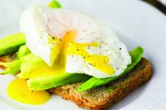 Find healthy breakfast & brunch recipes at SkinnyMs. Our simple, delicious light brunch & breakfast ideas are perfect for busy weekday mornings or large weekend brunches. B12 Rich Foods, Avocado Health Benefits, Cholesterol Lowering Foods, Cholesterol Levels, Cholesterol Symptoms, Vitamin B12, Budget Meals, How To Lose Weight Fast, Avocado Toast