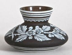 74: Thomas Webb & Sons art glass cameo vase in aubergin : Lot 74