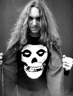 Cliff-em-ALL~!!  Always wonder what Metallica would be like today had he not died.  R.I.P. Cliff!