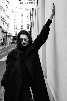 fashion photography poses that looks stunning. French Girl Style, French Girls, Foto Fashion, Girl Fashion, Fashion Black, Style Fashion, Fashion Ideas, Trendy Fashion, Fashion Women