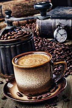 Great ways to make authentic Italian coffee and understand the Italian culture of espresso cappuccino and more! I Love Coffee, Coffee Art, V60 Coffee, Coffee Break, Morning Coffee, Coffee Shop, Coffee Cups, Coffee Maker, Coffee Lovers