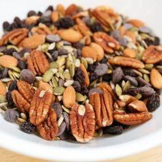 10 best lightweight hiking snacks (that just happen to be vegan! Plant Based Snacks, Plant Based Eating, Plant Based Recipes, Vegan Snacks, Vegan Recipes, Snack Recipes, Vegan Food, Best Vegan Protein, Sugar Free Vegan
