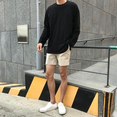 49 Perfect Men Casual Outfit with Shorts To Look Classy - Artbrid - Outfit Hombre Casual, Casual Sporty Outfits, Short Outfits, Casual Wear, Trendy Outfits, Men Casual, Male Casual Clothes, Casual Ootd, Mens Fashion Casual Shoes