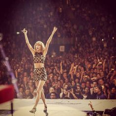 https://www.facebook.com/TaylorSwift/photos/pcb.10152605497125369/10152605495070369/?type=1