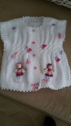 modified poncho, w/ baby doll embellishments. Knitting For Kids, Baby Knitting Patterns, Hand Knitting, Crochet Patterns, Baby Vest, Baby Cardigan, Knit Or Crochet, Crochet For Kids, Knitted Baby Clothes