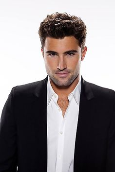 Watching these re runs of the hills has rekindled my love for Brody Jenner...helloooo hottieee