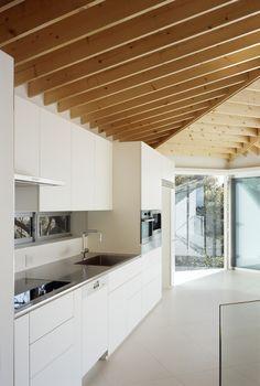 Image 9 of 29 from gallery of Le 49 / APOLLO Architects & Associates. Photograph by Masao Nishikawa Interior Design Kitchen, Modern Interior, Interior Styling, Interior Architecture, Interior Decorating, Cocinas Kitchen, Japanese House, Deco Design, Cuisines Design