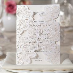 Faire part de mariage avec pochette blanc de dentelle en fleur JM639
