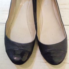 SALE TODAY⬇️Kenneth Cole Black Ballet Flats Black leather Kenneth Cole Reaction Ballet Flats with patent cap toe detail. Size: 6M. Lightly used. Kenneth Cole Reaction Shoes Flats & Loafers
