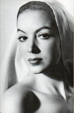 María Félix, La Doña (8 de abril de 1914 - 8 de abril de 2002)