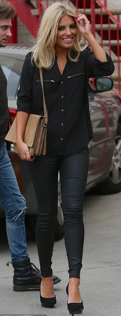 Mollie King keeping it simple with a stylish blouse & jeans combination x King Fashion, Fashion Beauty, Style Fashion, Mollie King Hair, Looks Jeans, Winter Mode, Slip, Autumn Winter Fashion, Celebrity Style
