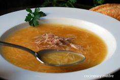 Rica sopa casera de pollo, una receta sencilla y económica perfecta como primer plato o para una cena reconfortante, un plato sabroso y completo para todos.