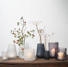 Helder en mat glaswerk in grafische vormen. Kan als vaas en als windlicht gebruikt worden. Verkrijgbaar op www.lounge-living.eu.