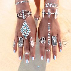 Gypsylovinlight | festival nail look