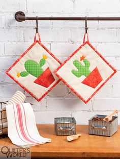 This project is featured in Summer 2020 Quilter's World magazine. Colorful Ice Cream, Floral Fabric, Machine Quilting, Color Splash, Special Gifts, Pot Holders, Christmas Stockings, Farmhouse Decor, Tela