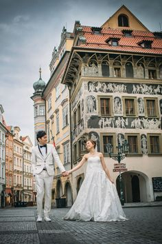 Pre Wedding Best of in Prague: The Old Town Square: http://pragueweddingphotography.com