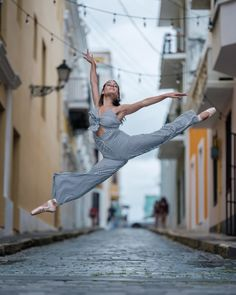 Powerful Photos Of Ballet Dancers On Streets Of Puerto Rico 5 Months After Hurricane Maria Omar Z Robles Ballet Photography Melissa Mya Photography Series, Ballet Photography, Travel Photography, Tumblr Ballet, Puerto Rico, Street Ballet, Ballet Inspired Fashion, Paris Opera Ballet, Ballet Dancers