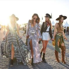 Most Beautiful Boho Chic Women's Coachella Festival Outfits Collection Ideas Hippie Style, Estilo Hippie Chic, Hippie Look, Look Boho, Bohemian Style, Bohemian Clothing, Chic Clothing, Clothing Styles, Coachella Festival