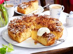 Apfel-Walnuss-Kuchen backen – so geht's Bake apple and walnut cake – this is how it works DELICIOUS Apple Recipes, Cake Recipes, Dessert Oreo, Walnut Cake, Sweet Bakery, No Cook Desserts, Baked Apples, Food Cakes, Healthy Foods To Eat
