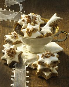 The recipe for cinnamon stars and more free recipes on LECKER.de Pinner Zimtsterne Image Size 308 x Cinnamon Stars Recipe, Cinnamon Recipes, Baking Recipes, Cookie Recipes, Free Recipes, Galletas Cookies, Xmas Cookies, No Bake Cookies, Christmas Sweets
