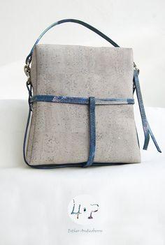 Bolso de corcho pintado y hecho a mano por 4ªPiel