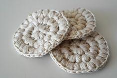 DMMU: DIY - Gehaakte, herbruikbare 'wattenschijfjes' Crochet Faces, Diy Crochet, Crochet Patterns, Cross Stitch, Beanie, Diy Crafts, Throw Pillows, Knitting, Sewing