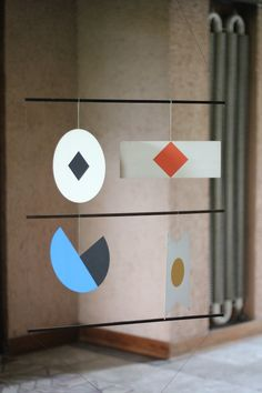 paper mobile designed by Bruno Munari inside Casa Tabarelli built by Carlo… Paper Mobile, Mobile Art, Hanging Mobile, Mobiles, Paper Art, Paper Crafts, Kinetic Art, Color Shapes, Colour