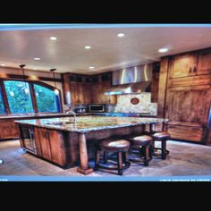kitchen layout, good for lots of people