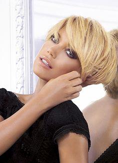 144 Besten Frisuren Bilder Auf Pinterest Haircut Short Pixie