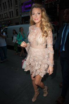 Blake Lively proves once again she's queen of maternity dressing