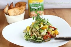Salată de zucchini cu fasole alba și avocado Zucchini, Avocado, Halibut, Ceviche, Kung Pao Chicken, Food To Make, Cabbage, Vegetables, Cooking