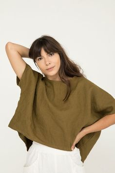 Linn Tee in Midweight Linen – Elizabeth Suzann Blusas Crop Top, Made Clothing, Linen Blouse, Linen Dresses, Minimal Fashion, Spring Outfits, Elegant, Personal Style, Style Inspiration