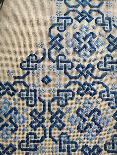 Baby Cross Stitch Patterns, Cross Stitch Borders, Cross Stitch Flowers, Cross Stitch Designs, Cross Stitching, Biscornu Cross Stitch, Mini Cross Stitch, Cross Stitch Embroidery, Embroidery Patterns