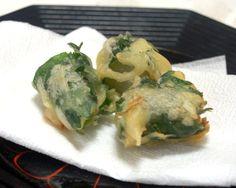らっきょうを青シソで巻いた天ぷらです。
