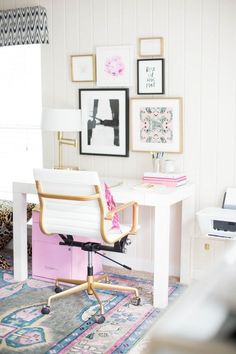 Get Organized With These Home Office Ideas - Dream Home Office Looks to Get You Organized - Small Home Office, Home Office Decor, Desk Decor White Office, Small Office, Gold Office, Home Office Design, Home Office Decor, Office Art, Pink Office Decor, Office Style, Pink Home Offices