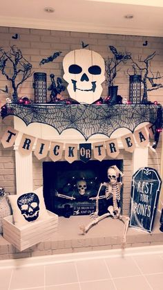 ☞ Unique DIY Halloween Decoration Ideas - Halloween season is about here soon., which means it's the ideal opportunity for creepy Halloween Improvements. I cherish doing Halloween beautifications. Diy Deco Halloween, Halloween Dekoration Party, Soirée Halloween, Adornos Halloween, Manualidades Halloween, Halloween Designs, Holidays Halloween, Halloween House Decorations, Halloween Decorating Ideas