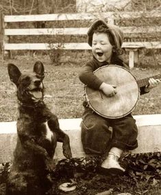 Girl Playing For Her Dog - cachorro; black and white; preto e branco Vintage Pictures, Old Pictures, Old Photos, Children Pictures, Random Pictures, Best Pictures, Unbelievable Pictures, Cute Kids Photos, Pictures Of People