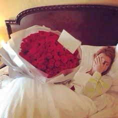Surprising flowers in birthday morning <3 Follow yonce & get posts on the daily @hayleybyu