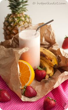 Sunrise Smoothie for those mornings that require a little extra motivation via @Lindsey Grande Grande {Hot Polka Dot}