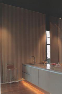 Son cortinas de enrollamiento superior, que ocupan un mínimo lugar en la ventana y que permiten el uso del doble cortinado o de fondo de cortina. Con sistemas manuales de cadena o con motores instalados dentro del tubo de la misma, pueden utilizarse con un doble cortinado debido a Que pueden ser automatizadas a control remoto o con pulsador. MEL INTERIORES Gorriti 4700 - esq. Malabia (54-11) 4833-3106 / 4776-4200 cortinas@melinter... Palermo Soho - Buenos Aires - Argentina Cortinas Rollers, Soho, Tablecloth Curtains, Fabrics, Chain, Windows, Motors, Small Home Offices