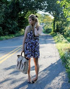 Did you miss her? WE DID! One of our favorites Diana Janec from DRESSED UP ALLIGATORS #summer #blogger #fashion #floral #prints #walterbaker