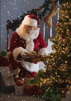 - You are in the right place about diy clothes Here we offer you the most beautiful pictures about t - Christmas Tree Gif, Merry Christmas Pictures, Christmas Scenery, Cozy Christmas, Scandinavian Christmas, Christmas Greetings, Beautiful Christmas, Gif Noel, Xmas Countdown