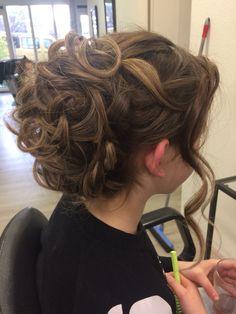 Bruidskapsel of voor een feestje #kapsalon SstijlL Brides Hair Dreadlocks, Hair Styles, Beauty, Hair Plait Styles, Hair Makeup, Hairdos, Haircut Styles, Hairstyles, Box Braids