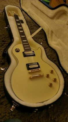 Gibson Les Paul Billy Morrison signature model. Take the lid off and oh, my, god.