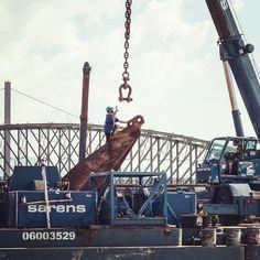 #menatwork bei der #linzer #eisenbahnbrücke  #sarens #heavyweight #linzpictures #lnz #linz #austria #igerslinz #pictureoftheday #work #steelworks #danube #riverdanube #potd #canon #transport #power #outdoors #igersaustria #upperaustria #breaking #news #baustelle #wahl2021 #staustadtlinz #politics #urfahr #keinebrücke
