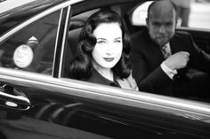 Dita Von Teese quitte le Lincoln Center http://www.vogue.fr/mode/en-vogue/diaporama/journal-de-la-fashion-week-printemps-ete-2014-a-new-york-jour-3/15115/image/823778#!le-journal-de-la-fashion-week-de-new-york-jour-3