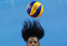 Haarsträubend: Toller Schnappschuss: Eine brasilianische Volleyballspielerin macht eine so schwungvolle Angabe, dass ihr dabei die Haare zu Berge stehen. Mehr Bilder des Tages: http://www.nachrichten.at/nachrichten/bilder_des_tages/ (Bild: Reuters)