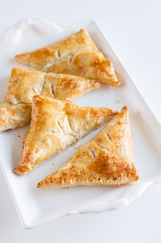 Looking for a weekend-lunch crowd-pleaser? Try these homemade ham and cheese turnovers.
