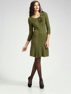 LADIES élégante robe / MAIN DE tricot deux aiguilles.
